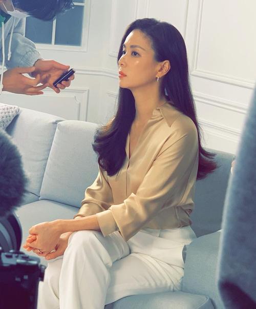 Phong cách hack tuổi của bà xã Jang Dong Gun - Ảnh 7.