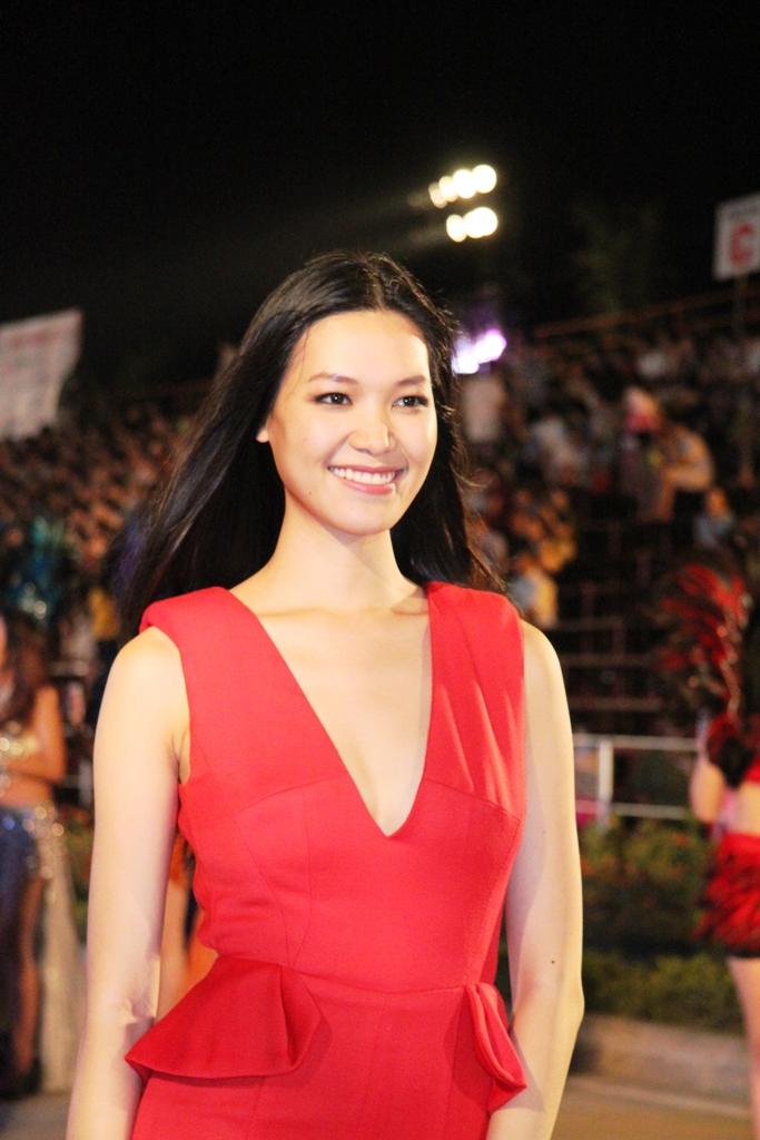 """Hoa hậu Thuỳ Dung và dàn người mẫu """"thiêu cháy"""" khán giả Carnaval Hạ Long 1"""