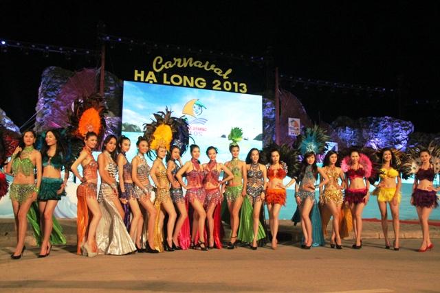 """Hoa hậu Thuỳ Dung và dàn người mẫu """"thiêu cháy"""" khán giả Carnaval Hạ Long 10"""