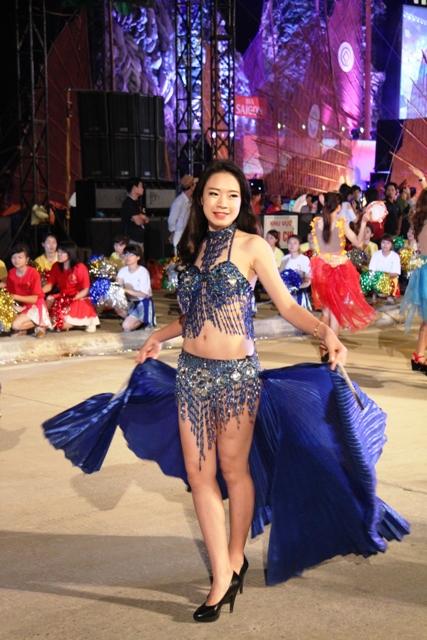 """Hoa hậu Thuỳ Dung và dàn người mẫu """"thiêu cháy"""" khán giả Carnaval Hạ Long 12"""