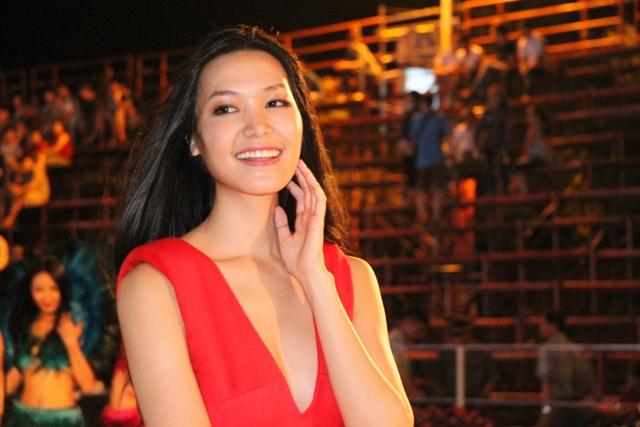 """Hoa hậu Thuỳ Dung và dàn người mẫu """"thiêu cháy"""" khán giả Carnaval Hạ Long 5"""