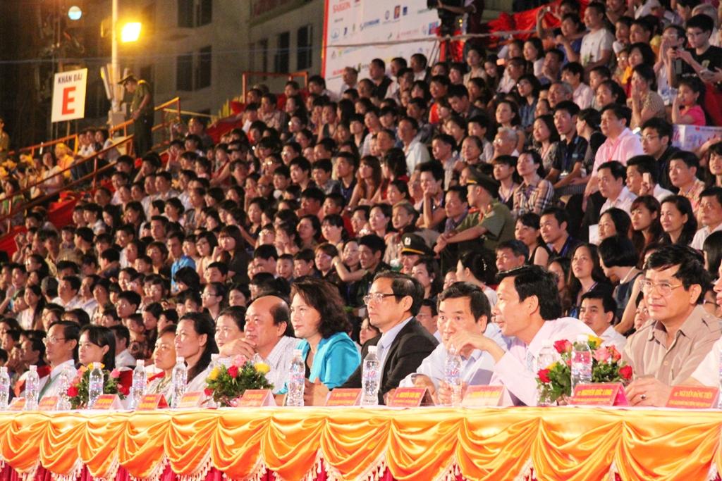 Ngắm hình ảnh rực rỡ tại lễ hội Carnaval Hạ Long 2013 1