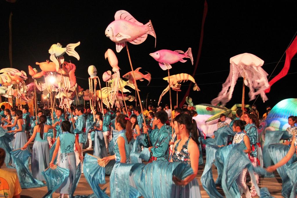 Ngắm hình ảnh rực rỡ tại lễ hội Carnaval Hạ Long 2013 2