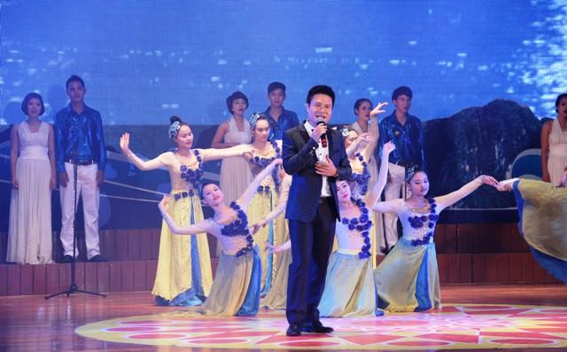 NSND Quang Thọ tỏa sáng trong đêm nhạc tại Hạ Long 10