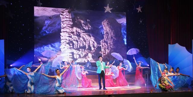 NSND Quang Thọ tỏa sáng trong đêm nhạc tại Hạ Long 12