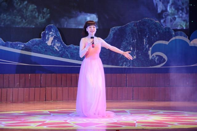 NSND Quang Thọ tỏa sáng trong đêm nhạc tại Hạ Long 15