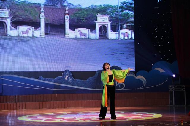 NSND Quang Thọ tỏa sáng trong đêm nhạc tại Hạ Long 17