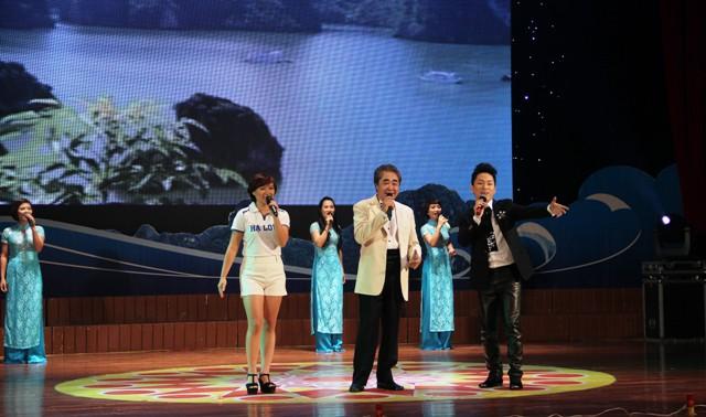 NSND Quang Thọ tỏa sáng trong đêm nhạc tại Hạ Long 19