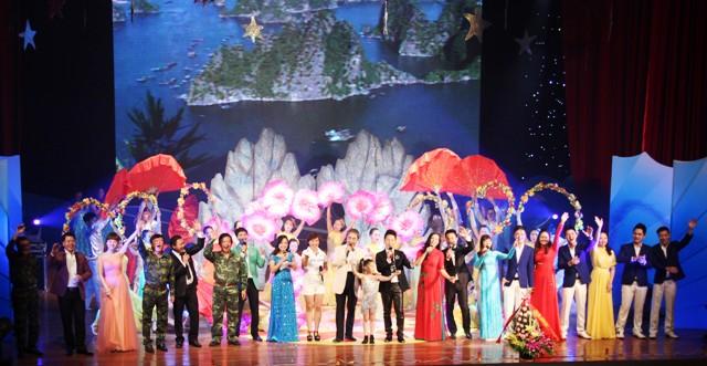 NSND Quang Thọ tỏa sáng trong đêm nhạc tại Hạ Long 20