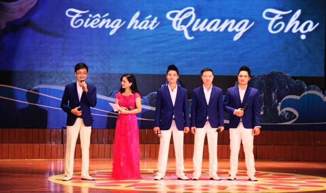 NSND Quang Thọ tỏa sáng trong đêm nhạc tại Hạ Long 9
