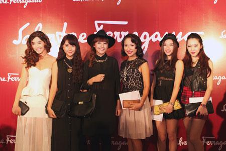 Mẹ chồng Tăng Thanh Hà đẹp nổi bật giữa dàn sao ở Hà Nội 15
