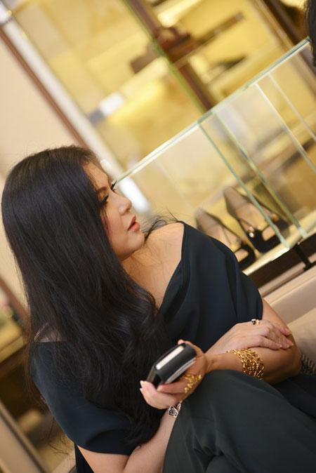 Mẹ chồng Tăng Thanh Hà đẹp nổi bật giữa dàn sao ở Hà Nội 2