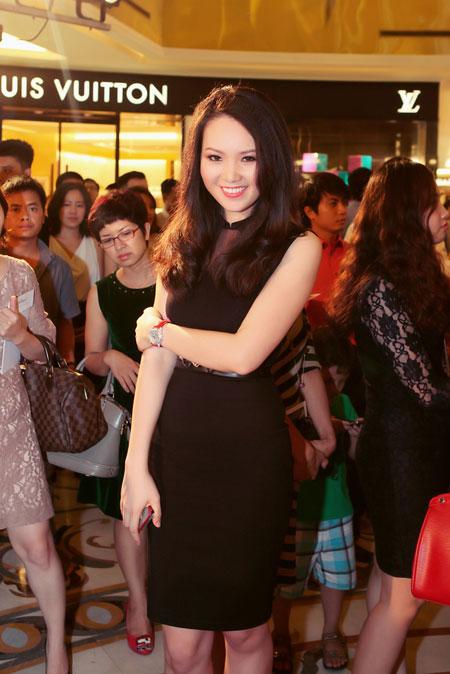 Mẹ chồng Tăng Thanh Hà đẹp nổi bật giữa dàn sao ở Hà Nội 9