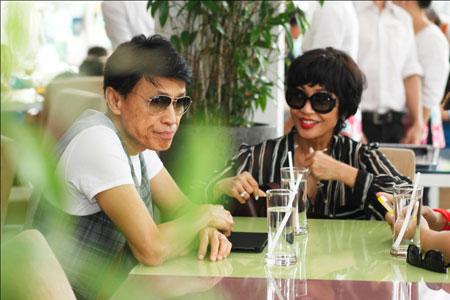 Ca sĩ hải ngoại Tuấn Ngọc lộ vẻ già nua bên em gái Khánh Hà 4