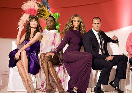 Cận cảnh giám khảo Next top Model mặc váy, đi giày cao gót 8