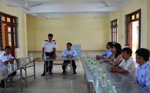 Tổng cục trưởng TC DS-KHHGĐ thăm và tặng quà các chiến sĩ Cảnh sát biển Việt Nam 1