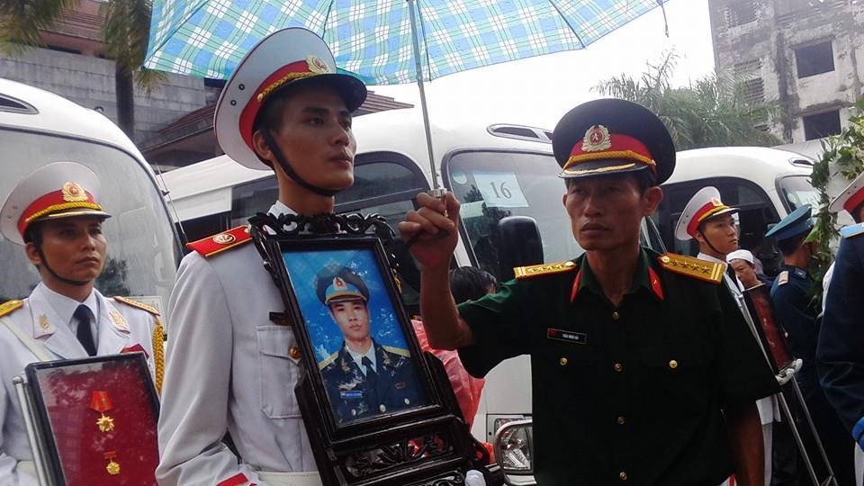 Nghẹn ngào tang lễ 18 người lính hy sinh trong tai nạn máy bay 47