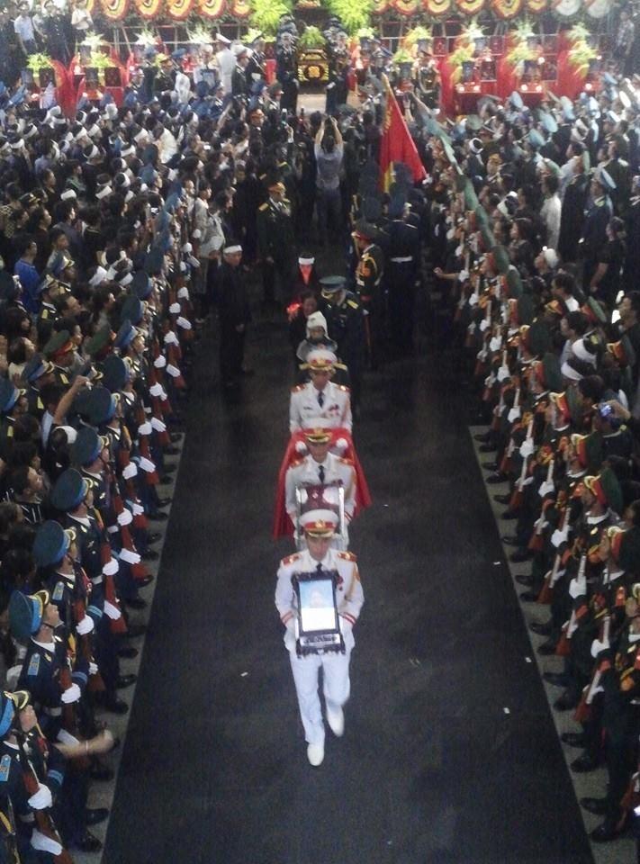 Nghẹn ngào tang lễ 18 người lính hy sinh trong tai nạn máy bay 40