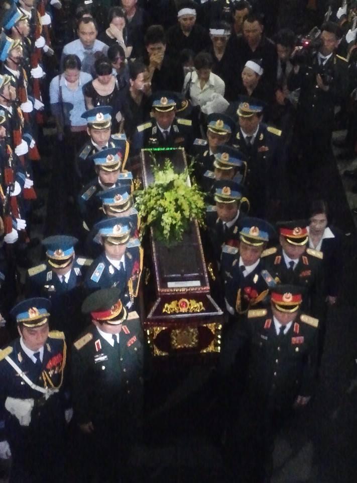 Nghẹn ngào tang lễ 18 người lính hy sinh trong tai nạn máy bay 41