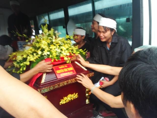 Nghẹn ngào tang lễ 18 người lính hy sinh trong tai nạn máy bay 45