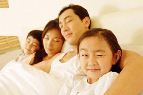 Con ngủ cùng bố mẹ: vừa lợi, vừa hại 1