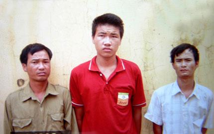 Em gái thiểu năng đi bắt ốc bị ba thanh niên hãm hại 2