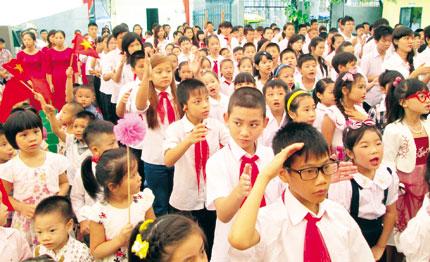 Cảm động lễ khai giảng của những em nhỏ đặc biệt 1
