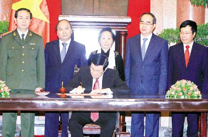 Chủ tịch nước ký Lệnh công bố Hiến pháp 1