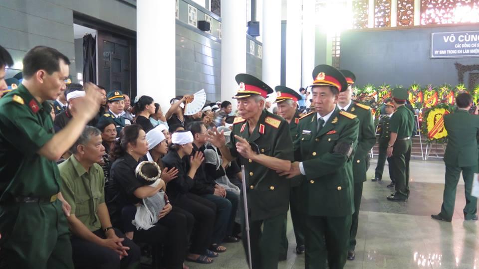 Nghẹn ngào tang lễ 18 người lính hy sinh trong tai nạn máy bay 23