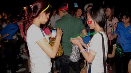 Giới trẻ Hà Thành không ngại tắt đèn hưởng ứng giờ trái đất 3
