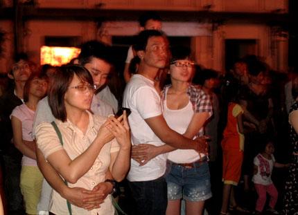 Giới trẻ Hà Thành không ngại tắt đèn hưởng ứng giờ trái đất 5