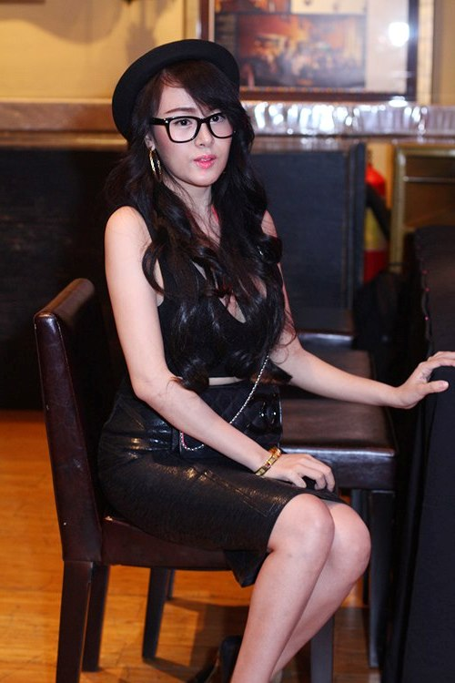 """Bà Tưng bị Phi Thanh Vân """"đánh bật"""" bởi nét quyến rũ sexy 4"""