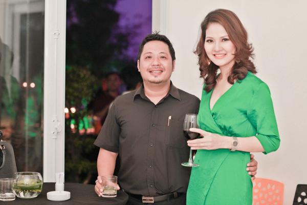 Chồng HH Trần Thị Quỳnh lần đầu đi tiệc với vợ 4
