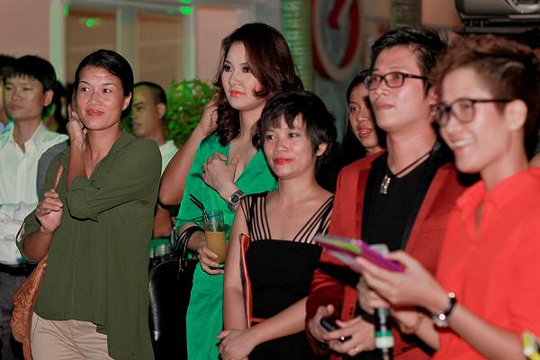Chồng HH Trần Thị Quỳnh lần đầu đi tiệc với vợ 5