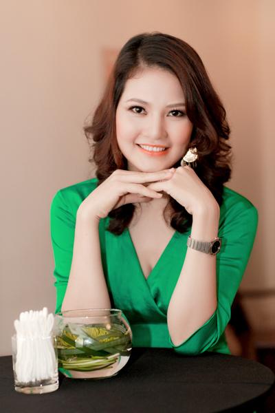 Chồng HH Trần Thị Quỳnh lần đầu đi tiệc với vợ 8