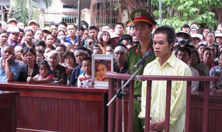 """Bị cáo tại tòa án Đà Nẵng mặc """"đồng phục""""? 2"""