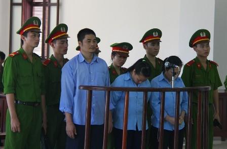 """Bị cáo tại tòa án Đà Nẵng mặc """"đồng phục""""? 3"""