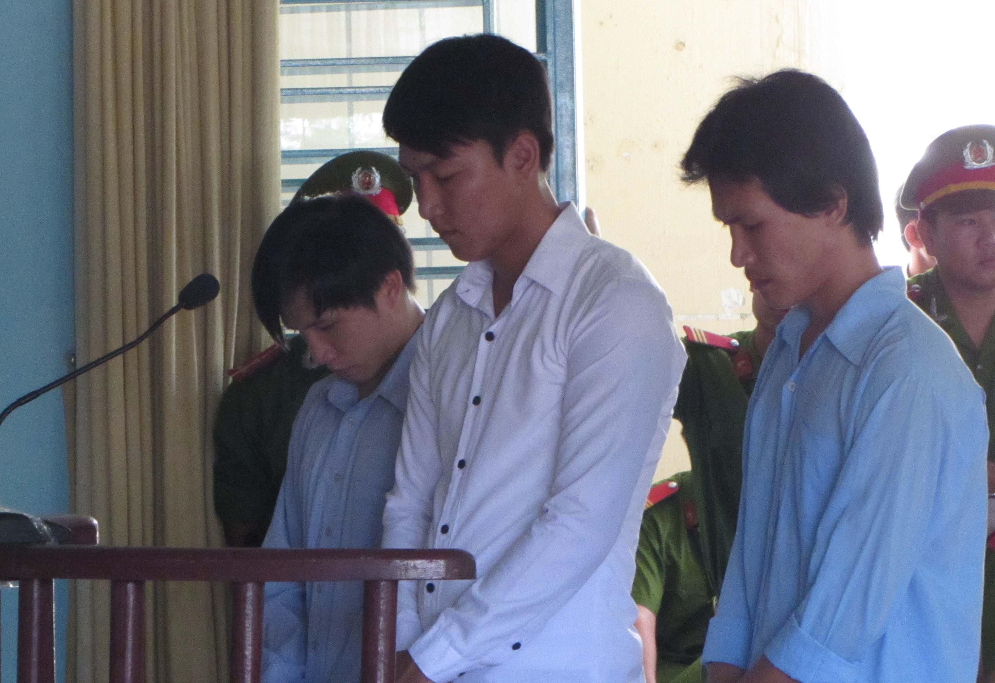 """Bị cáo tại tòa án Đà Nẵng mặc """"đồng phục""""? 6"""