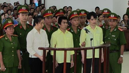 """Bị cáo tại tòa án Đà Nẵng mặc """"đồng phục""""? 1"""