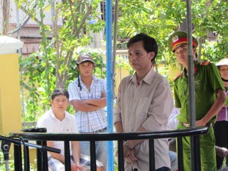 """Bị cáo tại tòa án Đà Nẵng mặc """"đồng phục""""? 8"""
