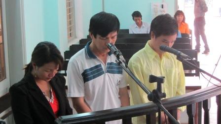 """Bị cáo tại tòa án Đà Nẵng mặc """"đồng phục""""? 7"""