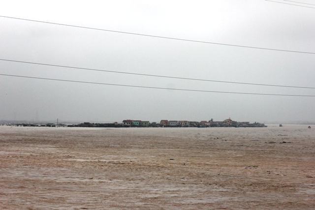 Nước lũ đang nhấn chìm Quảng Bình 6