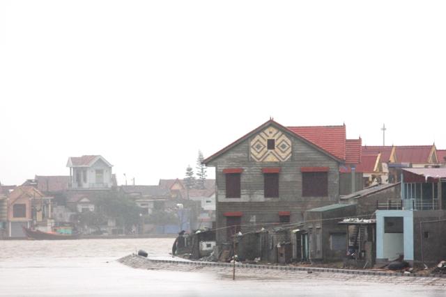 Nước lũ đang nhấn chìm Quảng Bình 5