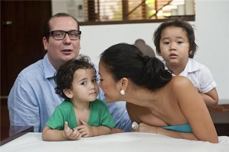 Vẻ đẹp lạ của các em bé con lai nhà sao Việt 16