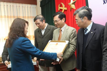 Báo Gia đình&Xã hội nhận Bằng khen của Bộ trưởng Bộ Y tế  2