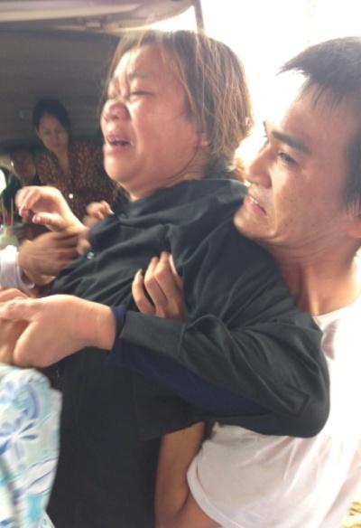 Đám tang đẫm nước mắt khóc Anh 2