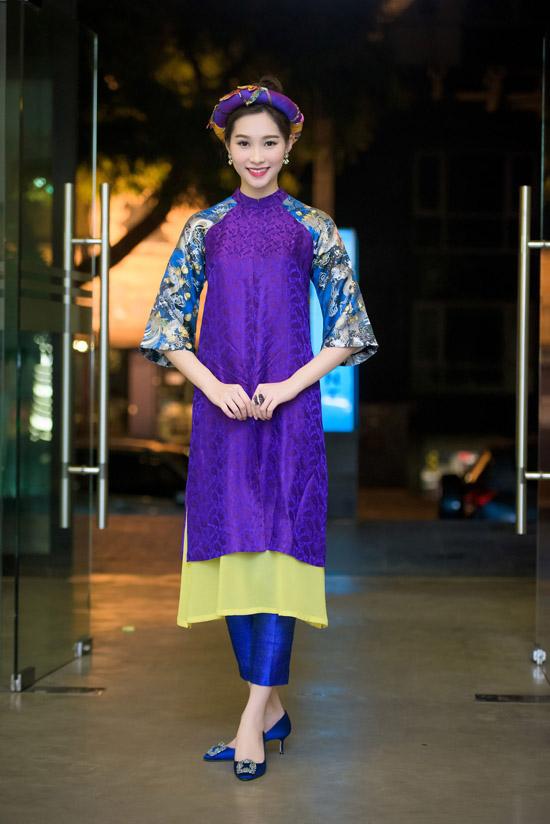 Tối qua, Hoa hậu Đặng Thu Thảo ngồi ghế nóng cuộc thi Sakura Collection - cuộc thi thiết kế thời trang nhằm tìm kiếm những tài năng trẻ trong ngành thiết kế thời trang tại khu vực châu Á.