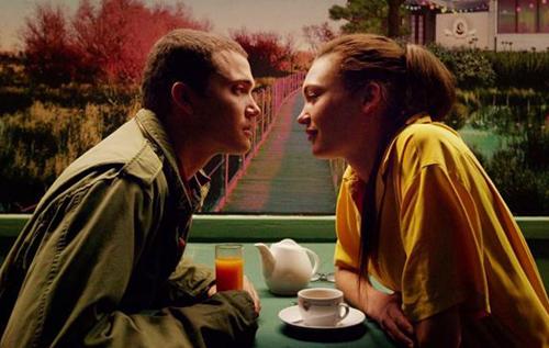 Love là bộ phim gây tranh cãi nhất năm nayvì kể chuyệntình yêu bằng các cảnh làmtình trần trụi.