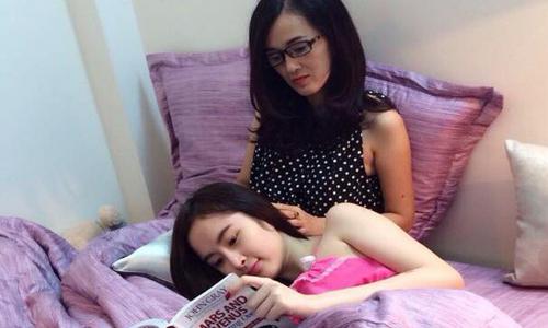 Angela Phương Trinh và mẹ.