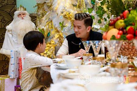Bữa tiệc xa hoa tại căn biệt thự triệu đô của Đàm Vĩnh Hưng